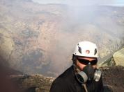 cratera e gases tóxicos