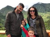 Nós na cratera vulcão Puluahua - Quito