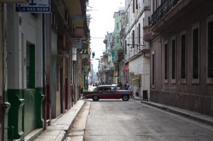 Rua no centro de Havana