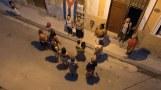 Assembléia da rua com os moradores e seu 'sindico'