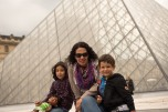 Nós no Louvre