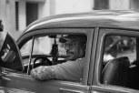 Motorista Cubano e seu adesivo da Apple