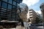 Escultura giratória no centro novo