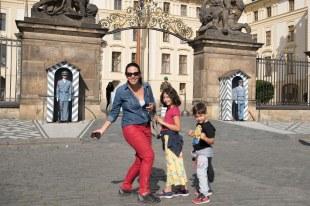 Em frente ao castelo de Praga