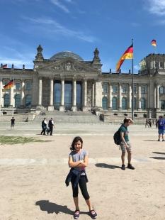 Sofia em frente ao Reischtag