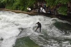 Surf de rio no Jardim Inglês - Munique