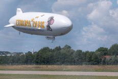 Zeppelin aterrizando em Friedrichshafen