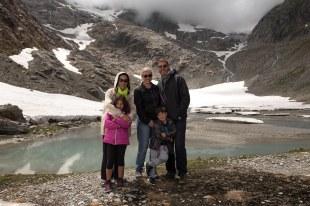 Eu, as crianças, Débora e Paulo em Susten Pass