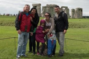 Todos nós em Stonehenge