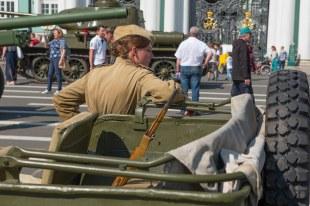 Exposição do exército no pátio do Hermitage - São Petersburgo