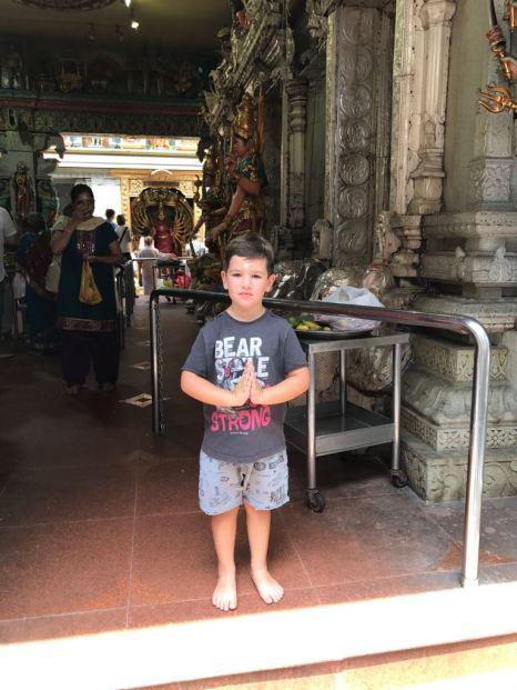 Caio num templo Hindu