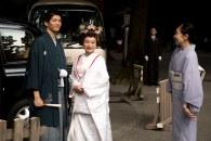 Casal saindo do templo
