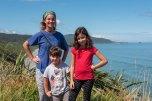 Chegando em Pankake Rocks com a nossa 'caronista' australiana